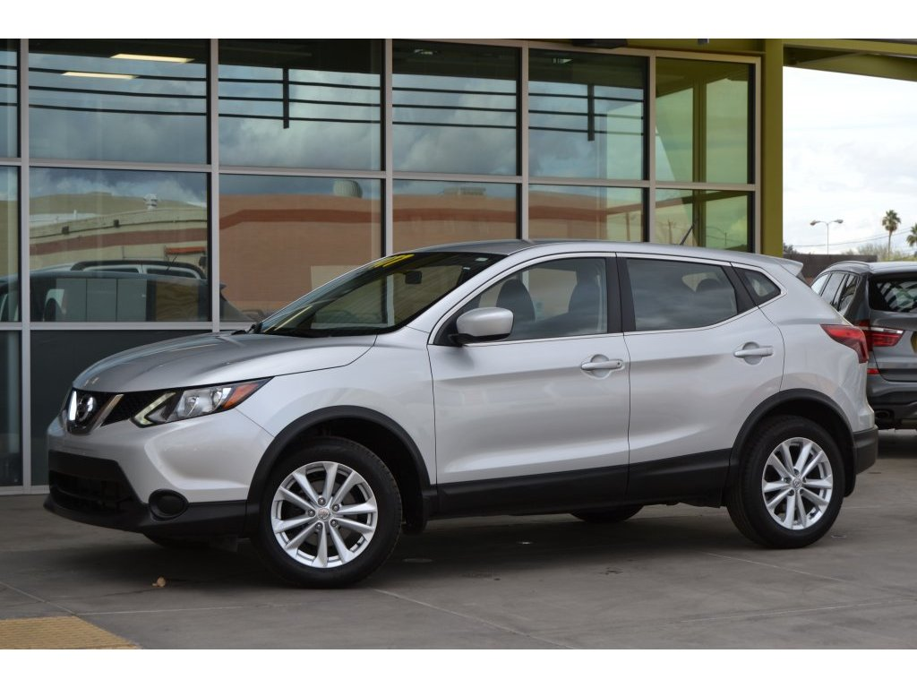 2017 Nissan Rogue Sport S (014948) Main Image